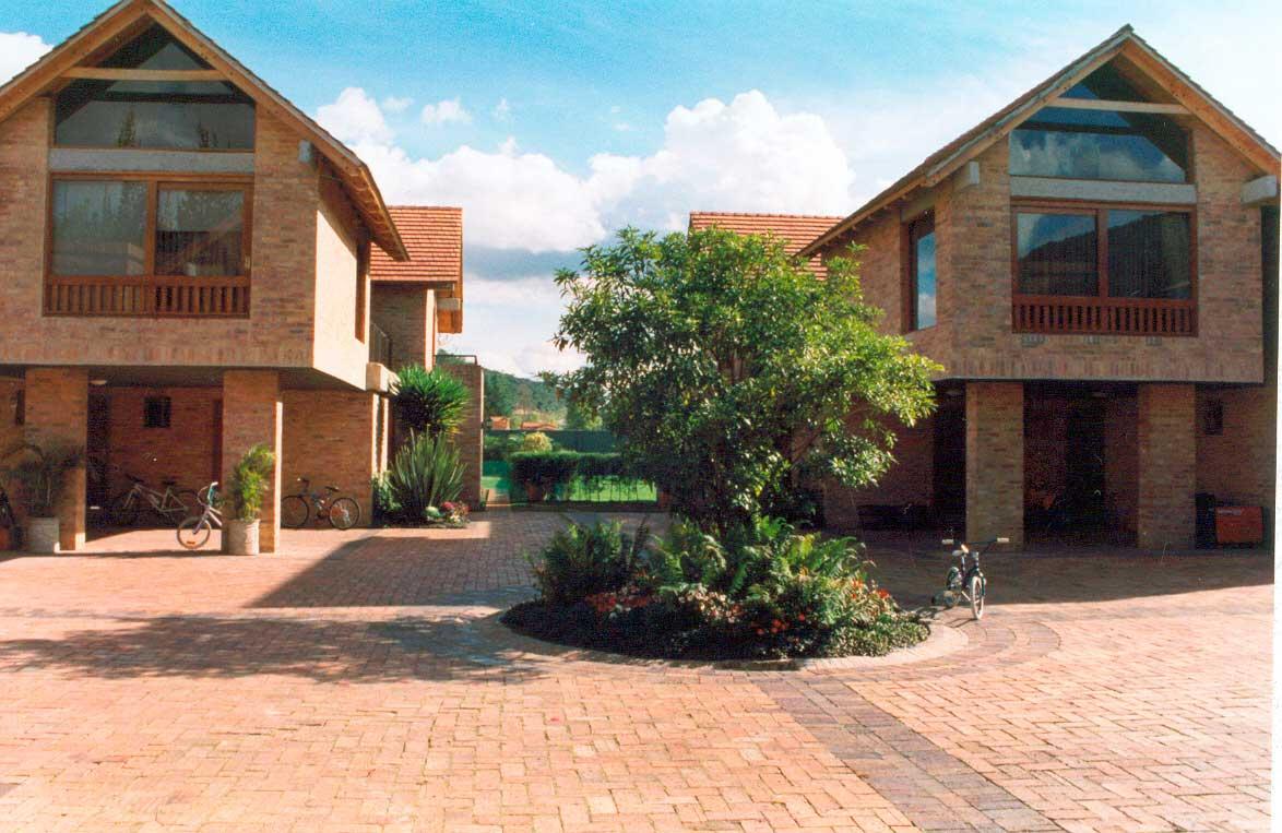 Puertomonte-detalle-frontis-casas